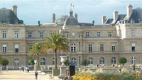 Franse Eerste Kamer sputtert tegen bij afschaffen nevenfuncties