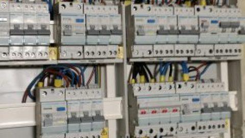 De Franse elektrische installatie