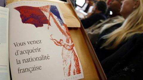 Regering van Hollande laat meer naturalisaties toe