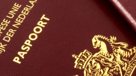 De consul over de paspoorten