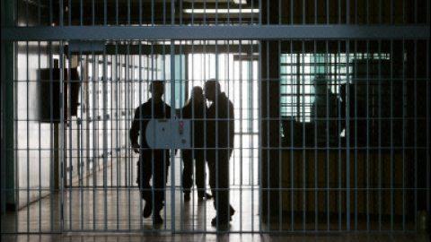 In Frankrijk zit een record aantal verdachten en veroordeelden achter de tralies