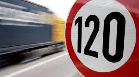 Minister denkt aan verlaging van de maximum snelheden