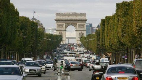 Vervuilende auto's weren uit Franse binnensteden